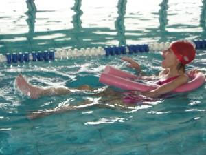 Marta a suo agio in piscina